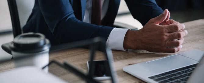 30代男性 兵庫県在住 物流会社経営者  信頼のおける経営者仲間からの紹介でオフショア積立投資「変額プラン」を契約された事例